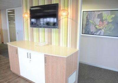 pause area counter with feature wallpaper feature lights and tv screen